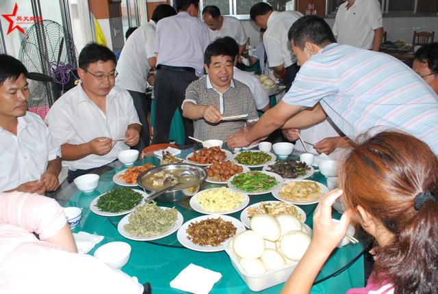 桓台县第二中学参加青岛崂山昊天拓展培训活动取得圆满成功